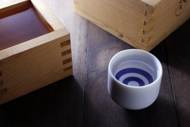 日本酒とおちょこ
