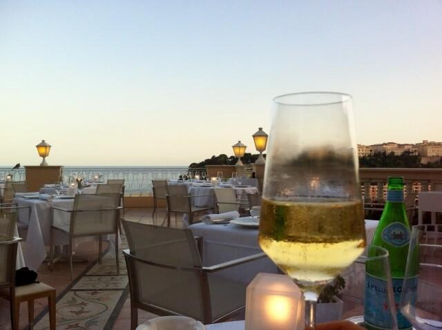 白ワインとグラス