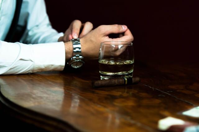 ウイスキーとカウンター