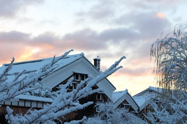 酒蔵と雪景色