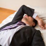 頭痛を伴うツラい二日酔いに効く飲み物&食べ物は?